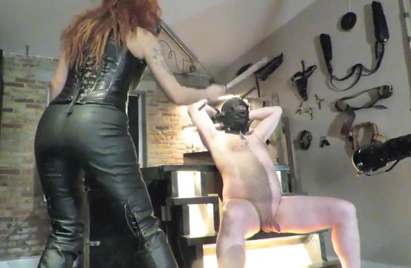 submissive slut nøgenhed